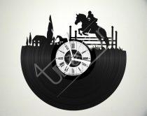 Lovaglás hanglemez óra