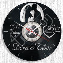 Fiatal házaspár hanglemez óra egyedi névvel, dátummal