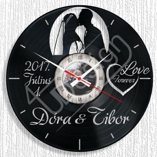 Fiatal házaspár hanglemez óra egyedi névvel, dátummal - bakelit óra