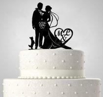 TD6012105 - Mr & Mrs kiskutyás egyedi monogrammos sziluett esküvői tortadísz