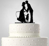 TD6012903 - Mr és Mrs kihorgászva kislánnyal, sziluett esküvői tortadísz
