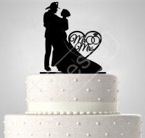 TD6021901 - Mr & Mrs tűzoltós egyedi sziluett esküvői tortadísz