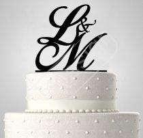 Monogram esküvői tortadísz