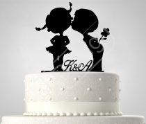 TD7011705 - Kisfiú-kislány sziluett esküvői tortadísz monogrammal