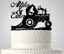 TD7011711 - Traktoros sziluett esküvői tortadísz nevekkel és dátummal