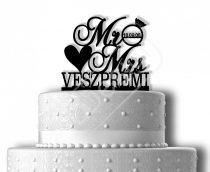 TD9031401 - Mr & Mrs szíves sziluett esküvői tortadísz egyedi névvel és dátummal